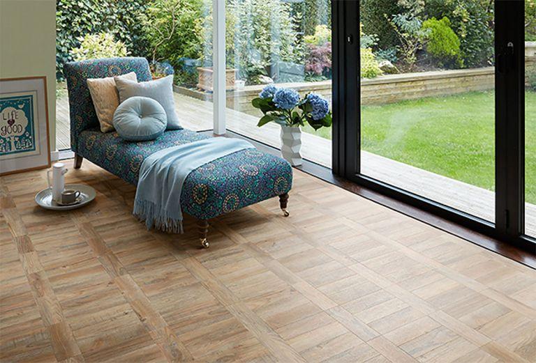 vinyl-flooring-showroom-03-w1200